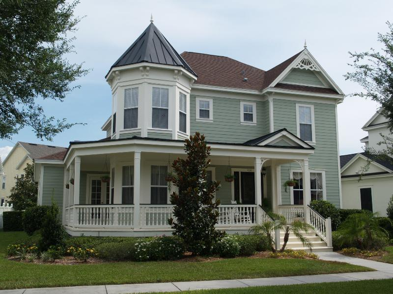 Sunday style homes of celebration celebrate decorate for Victorian homes for sale florida