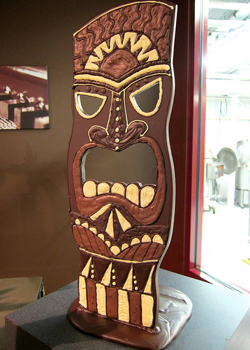 Tiki party decor for your luau or hawaiian party