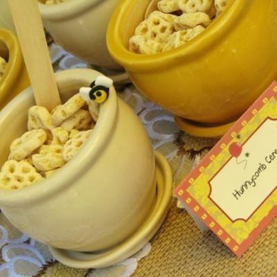 Honeycomb cereals in little honey pots