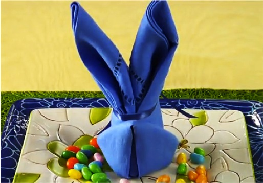 Napkin folding for Easter into bunny rabbit ears