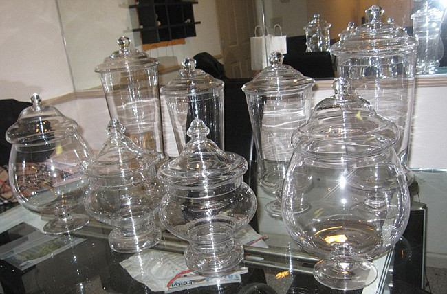 Glass jars and and apothecary jars for a candy bar or candy buffet