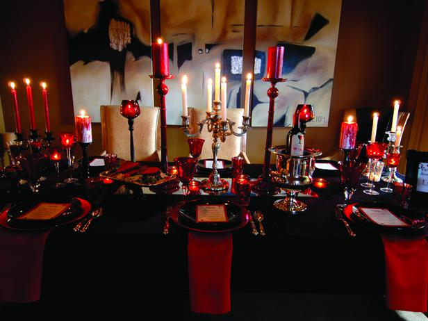 Red and black Halloween table decor