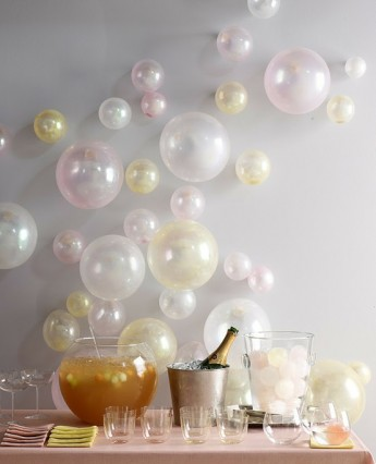 Balloon backdrop for New Year's Eve simulating the bubbles from the champagne