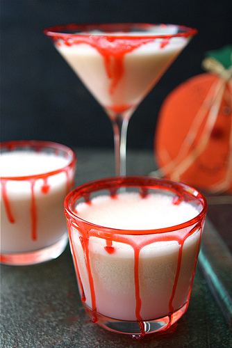 how to make bloody drips for Halloween cocktails