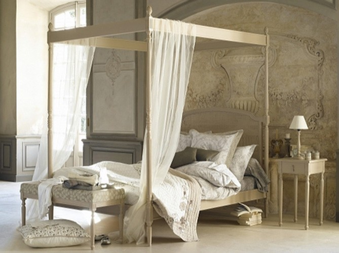 Neutral bedroom with canopy bed