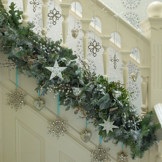 Chloe 39 s inspiration christmas decoration for your for Stair railing decorated for christmas