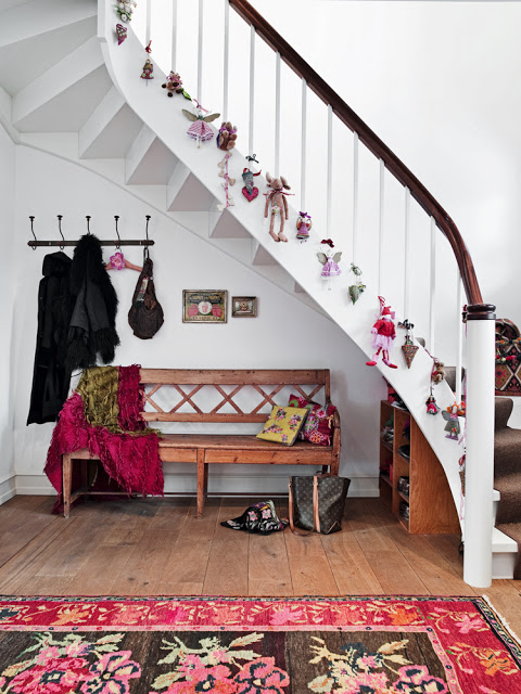 simple christmas staircase decor - Decorating Banisters For Christmas With Ribbon