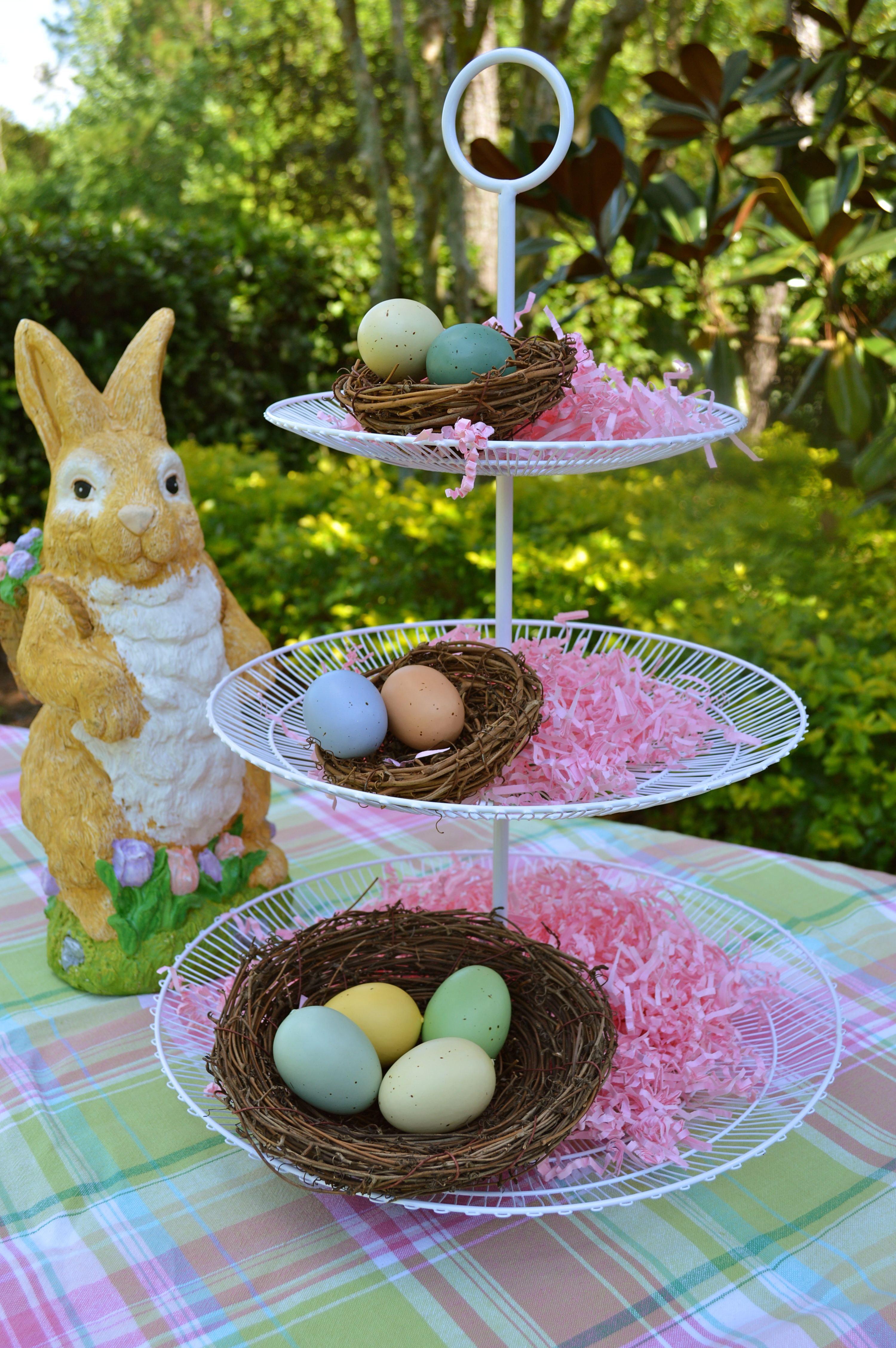 Chloe 39 s celebrations a cute easter centerpiece for Easter garden designs