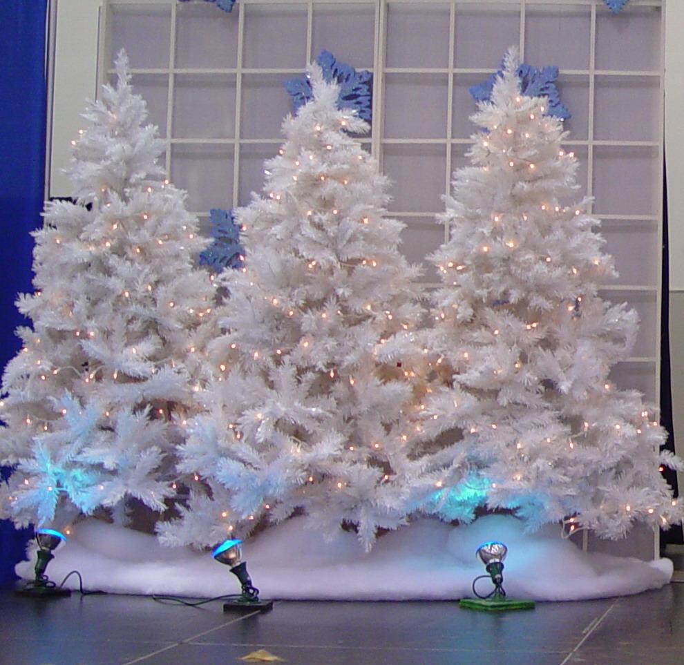 White Christmas Trees Ideas: Favorite Party Backdrops