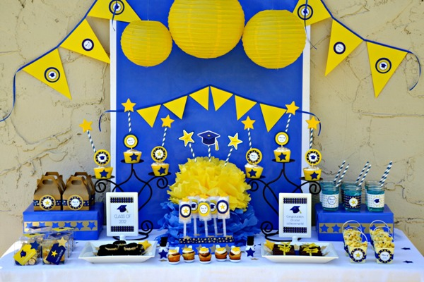 Graduation Party Tablescape Idea