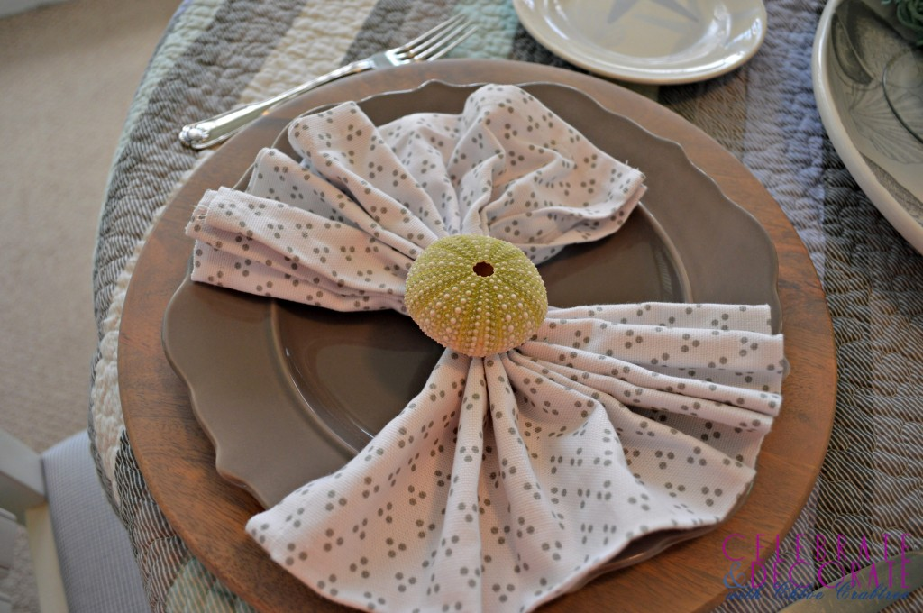 Coastal-luncheon-plates-and-napkins