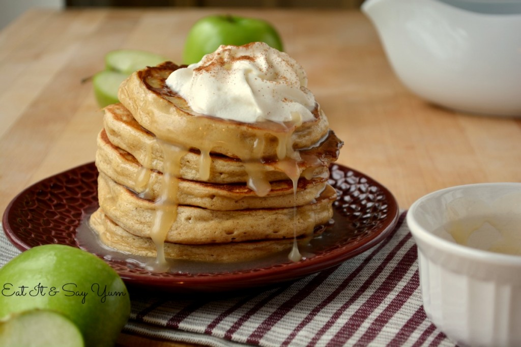 Apple-Cinnamon-Pancakes-with-Buttermilk-Syrup-517-1024x682