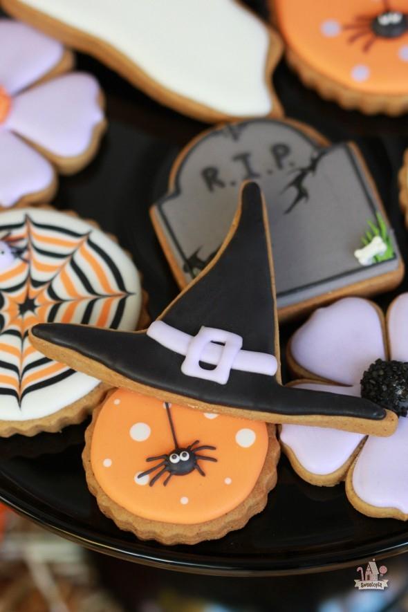 Decorated-Halloween-Cookies-Sweetopia-590x885