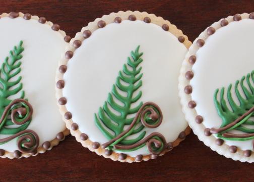 Decorated-Woodland-Fern-Sugar-Cookies