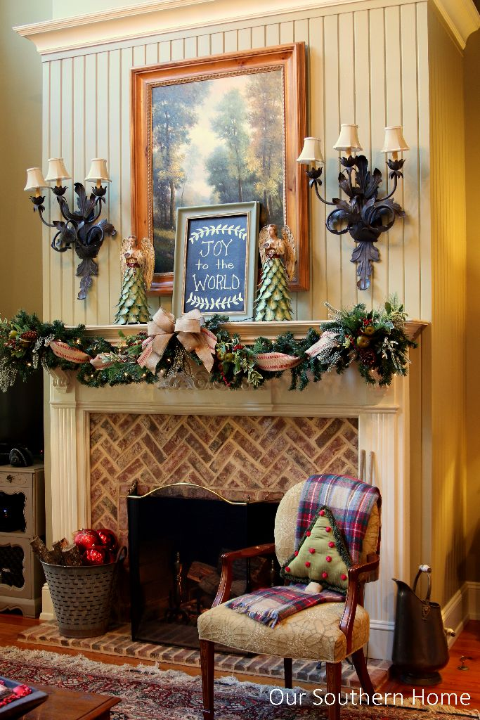 christmas-mantel-by-www.oursouthernhomesc.com-3