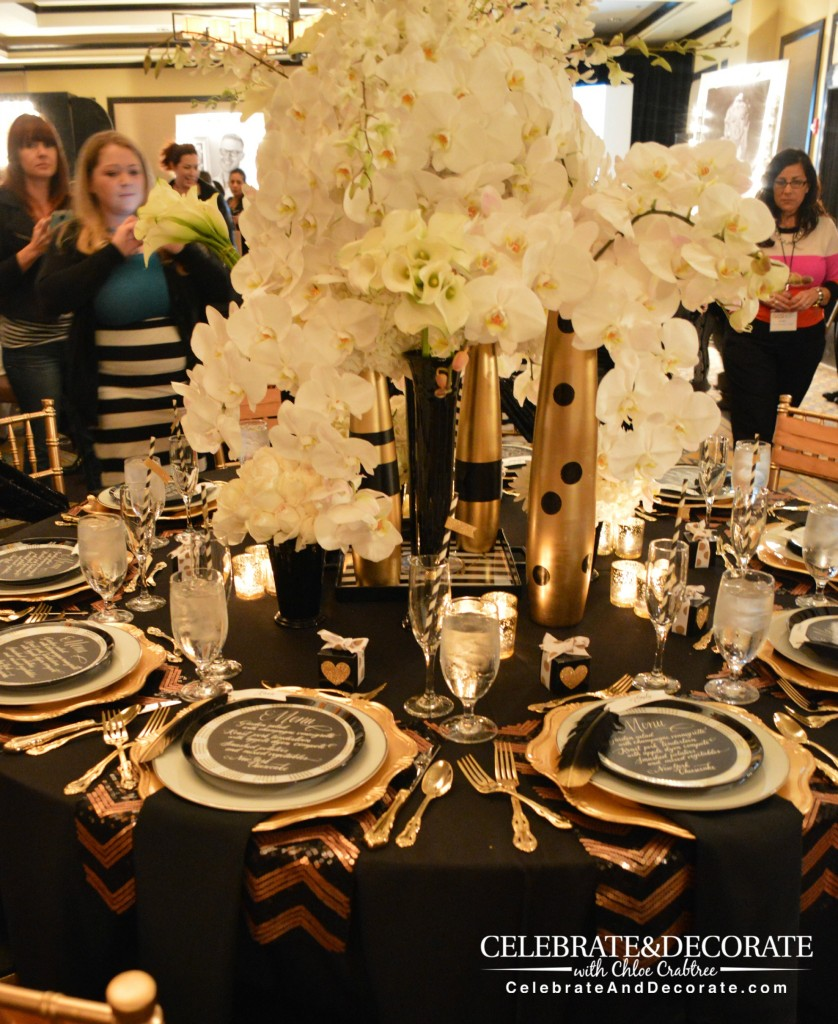 Enchanting-Gold-and-Black-Table-with-incredible-floral-centerpiece