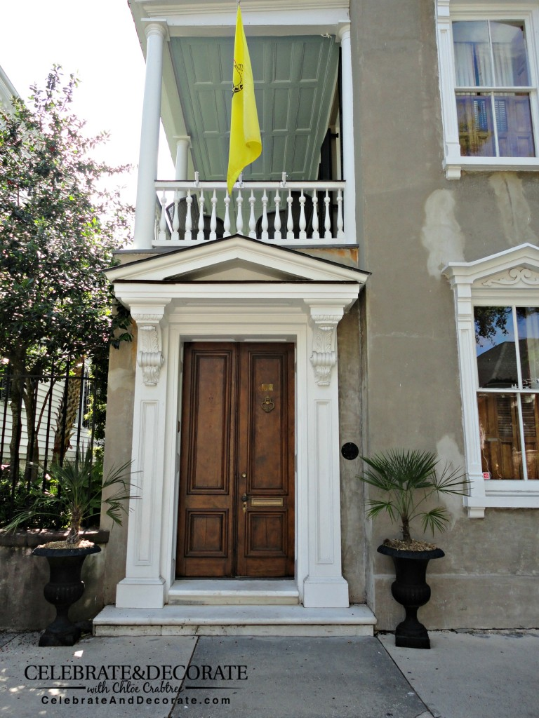 Single_House_in_Charleston_ with_wooden_doors