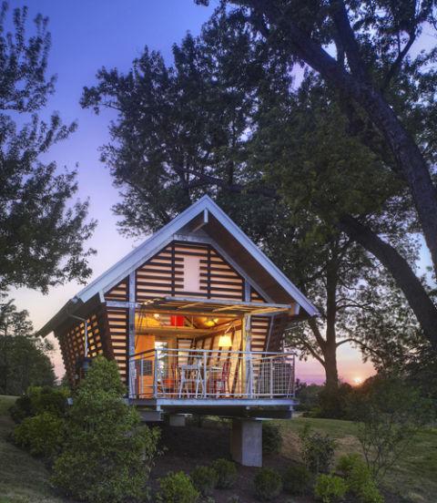 Tiny-house-shelter
