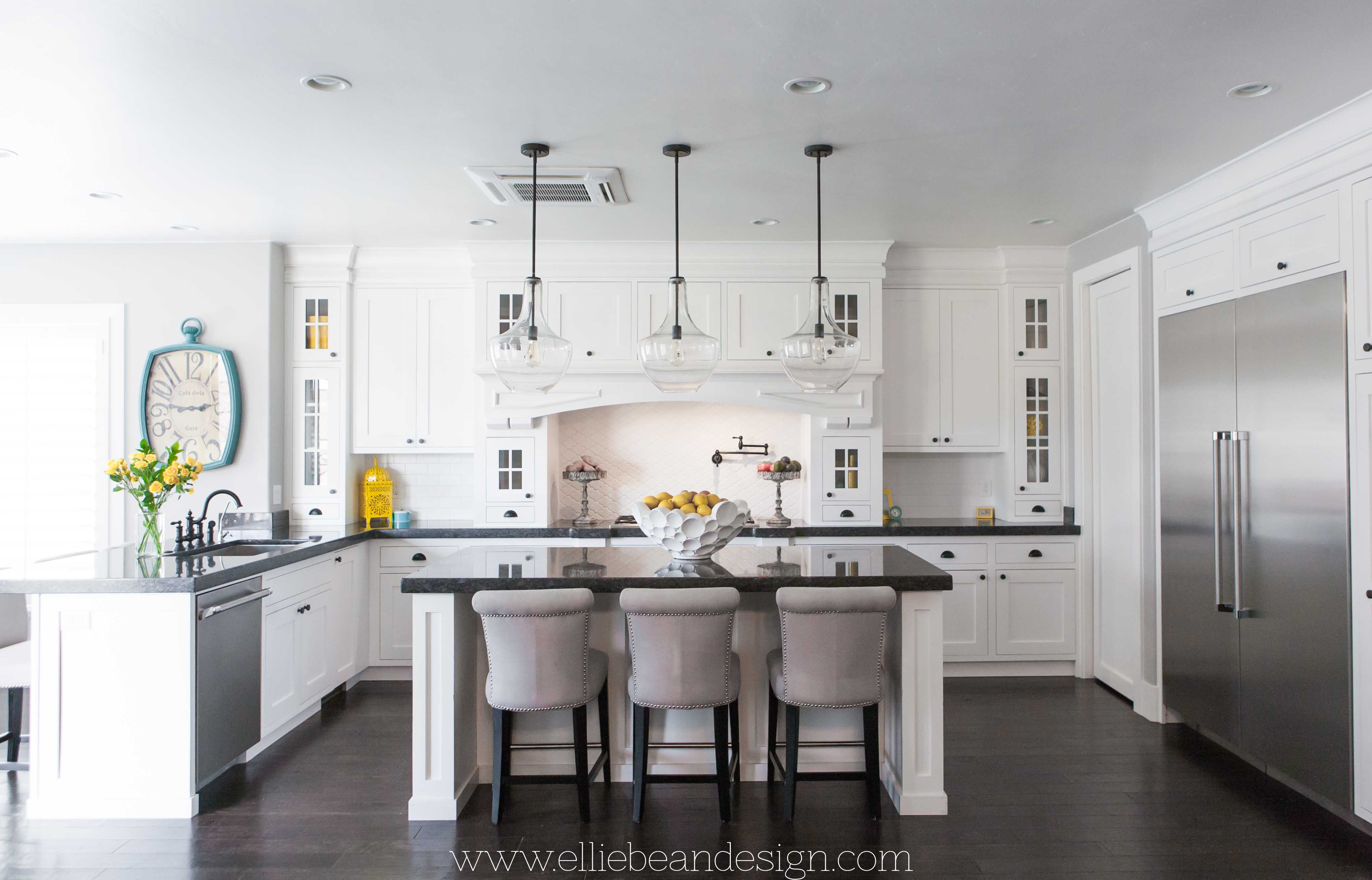 15 inspiring white kitchens celebrate decorate for Pics of white kitchens