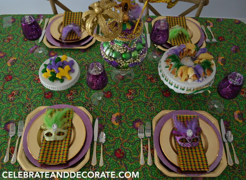 FUN TABLESCAPE FOR A MARDI GRAS DINNER PARTY