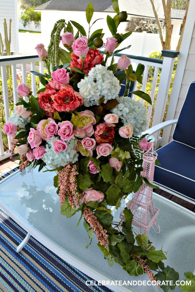 Artificial flowers mixed with fresh to create an abundant arranement