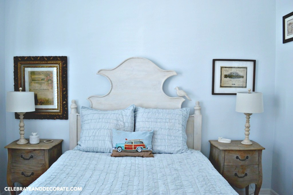 Sweet-cottage-bedroom.--1024x681