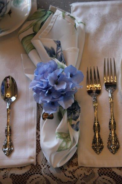 Belle-Bleu-Interiors-Blue-Butterfly-Meadow-Tablescape-9