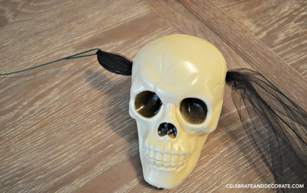 making-a-diy-skull-garland