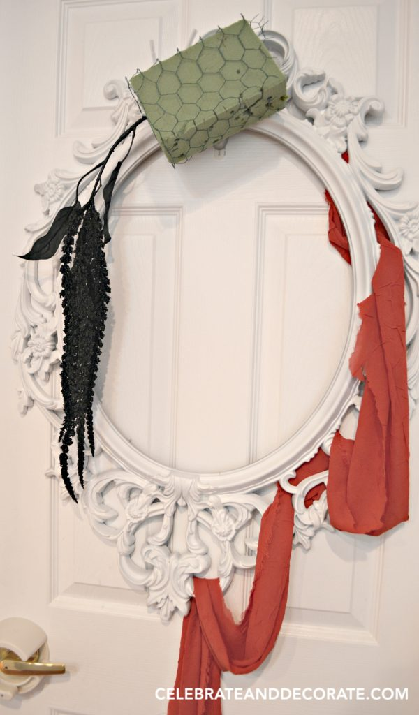 making-a-halloween-wreath-on-a-picture-frame