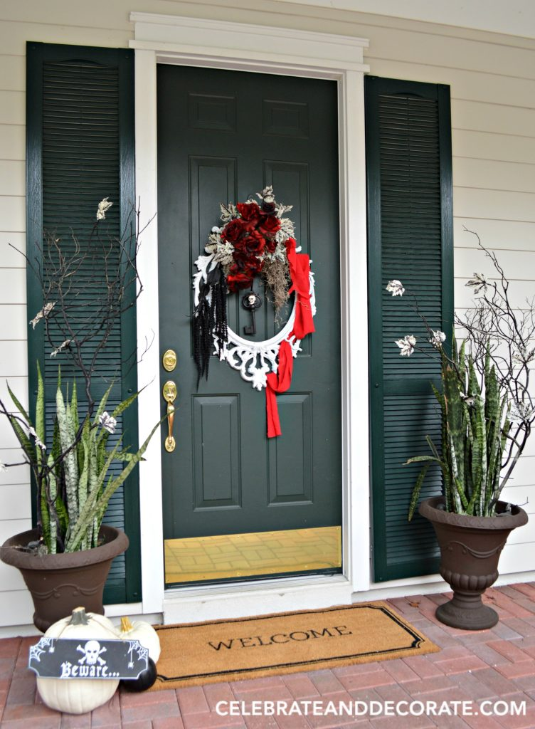 diy-halloween-wreath-with-a-halloween-entryway