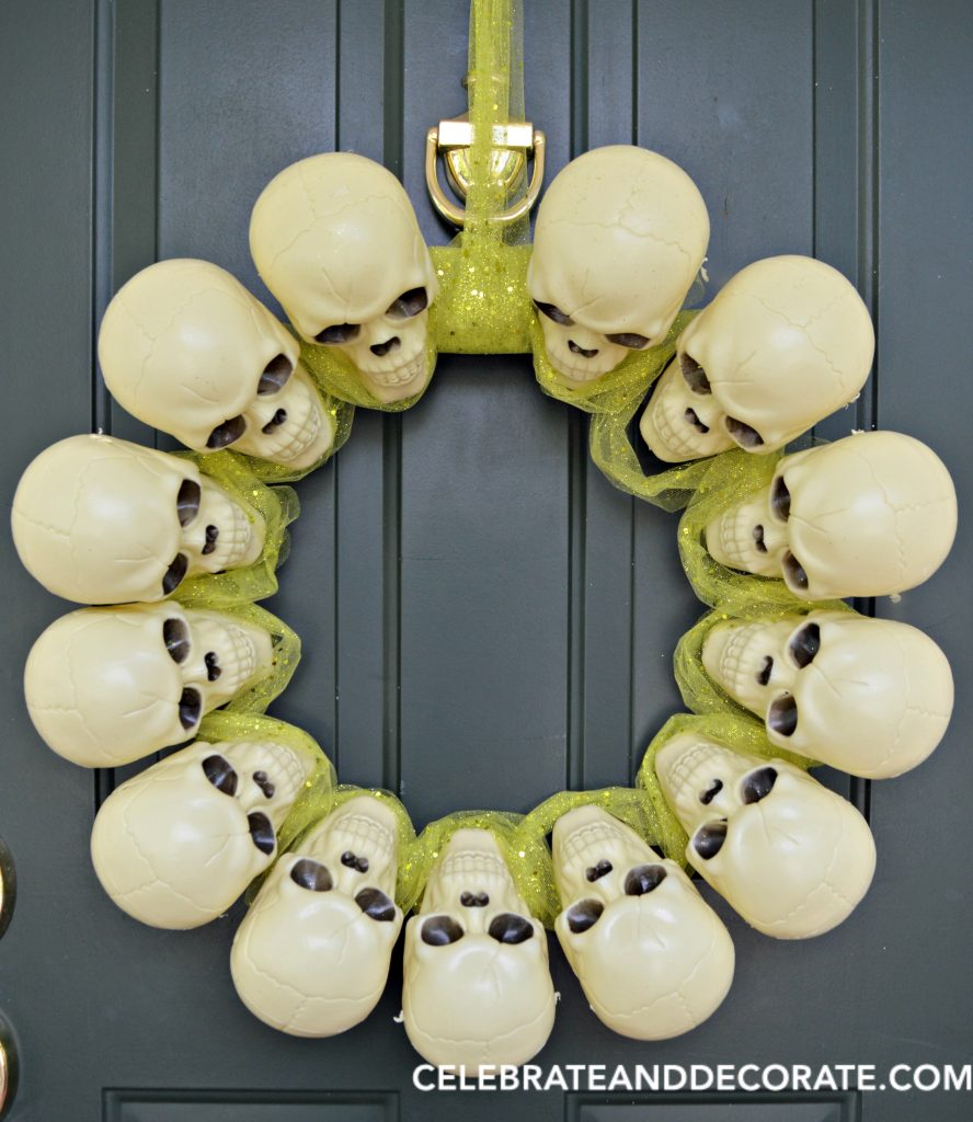 dollar-store-skull-wreath-for-halloween