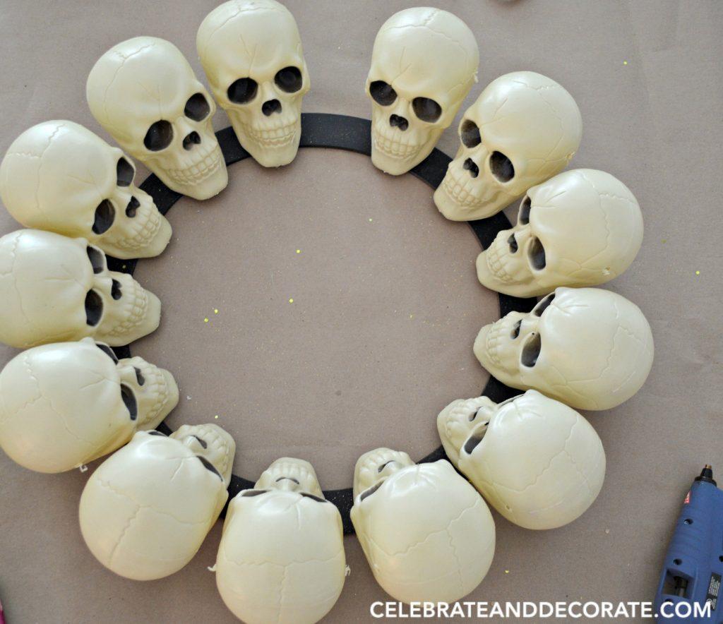 halloween-skull-wreath-diy