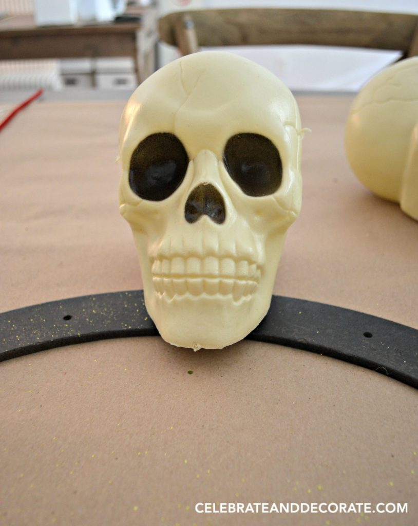 make-a-dollar-store-skull-wreath-for-halloween