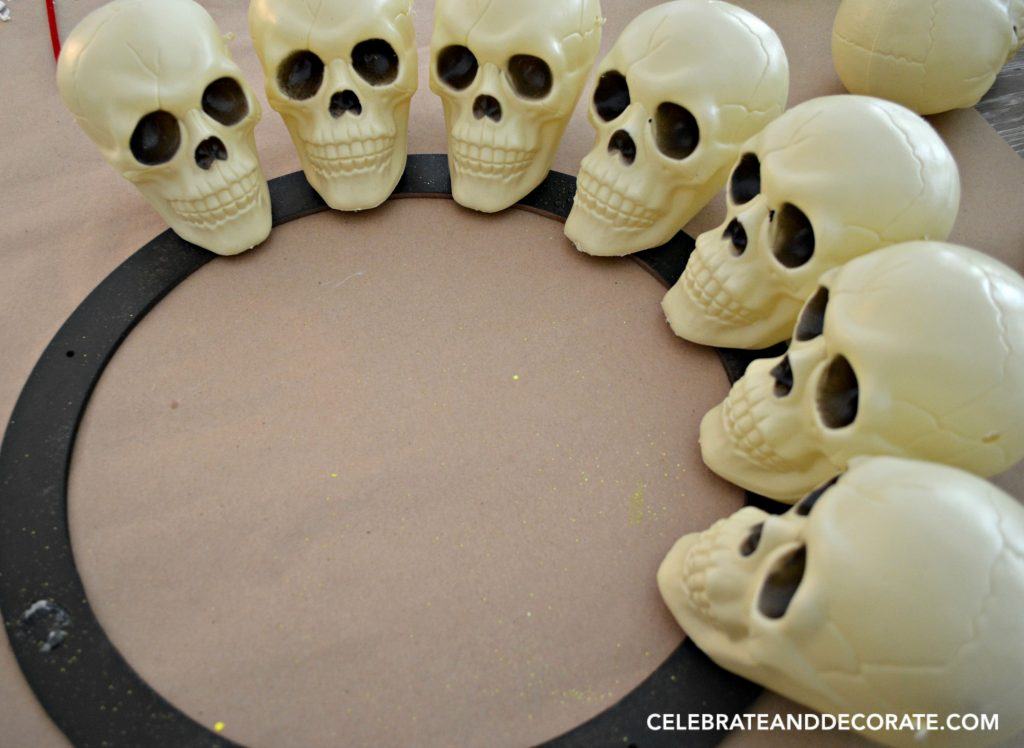 make-your-own-skull-wreath-for-halloween