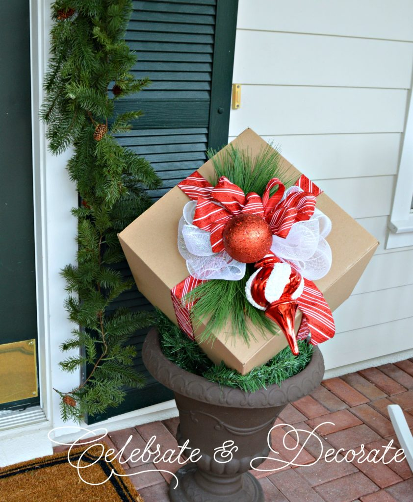 DIY Christmas decorations made with cardboard boxes! Easy and bargain priced!