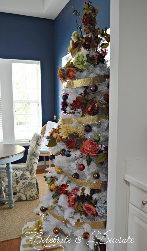 A white Christmas tree on a Holiday Home tour