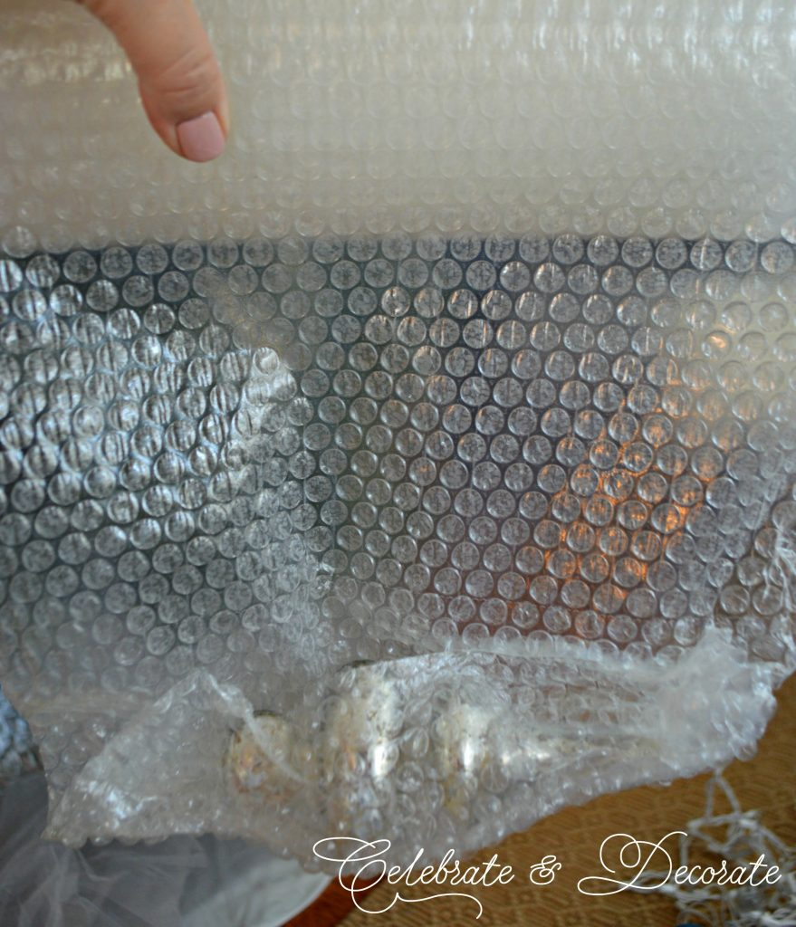 Self clinging bubble wrap