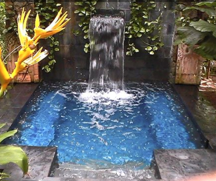 tiny cocktail pool from http://mypoolguide.com/20-worlds-best-pools/