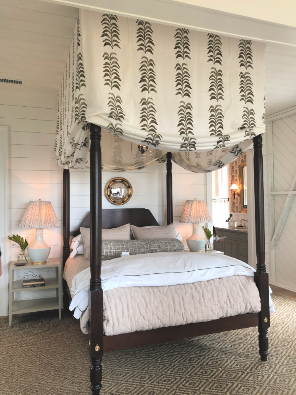 Classic four poster canopy bed