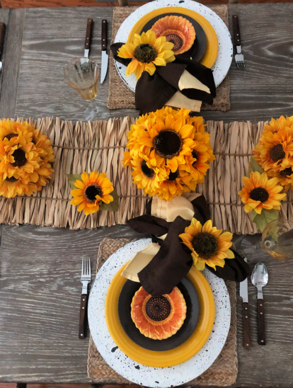 How to style a late summer table with sunflowers and sunflower-like place settings