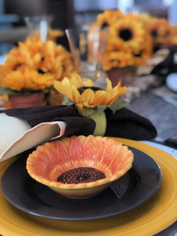 How to style a table with sunflowers for late summer with cute little sunflower dishes