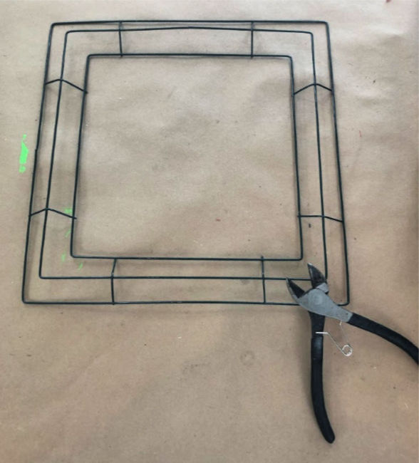 square wire wreath frame and a pair of wire cutters