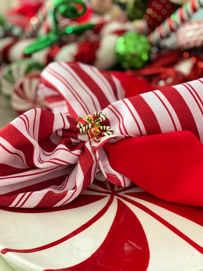 Candy cane print napkins and candy cane napkin rings.