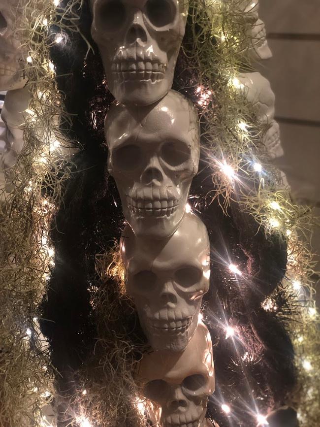 skeleton Halloween tree